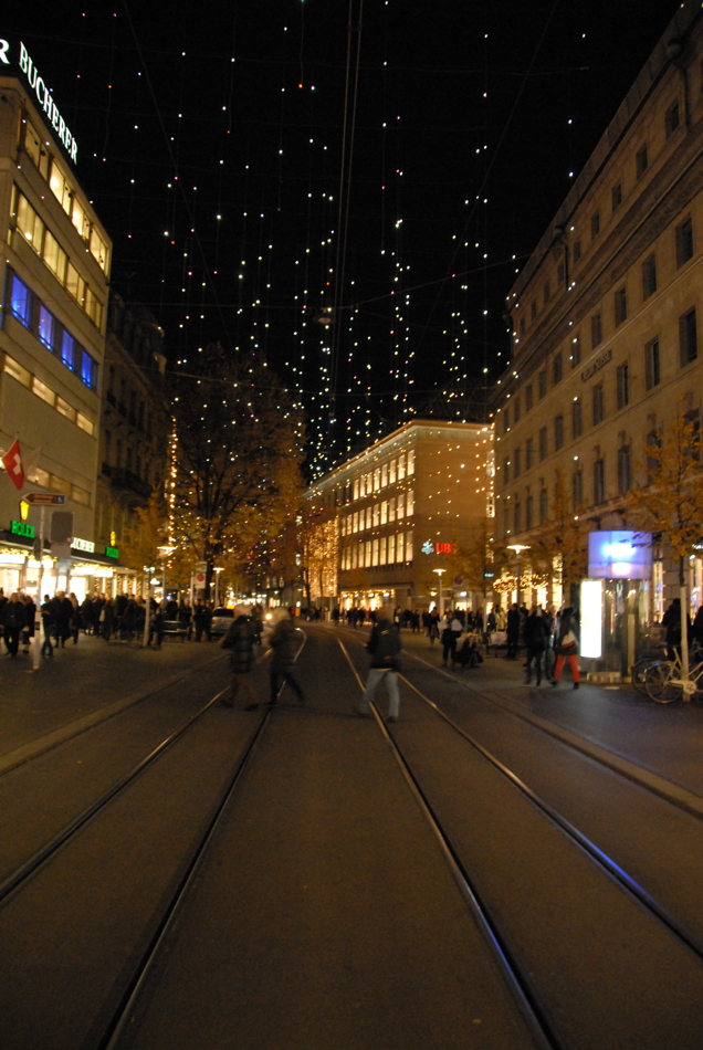 Kitschige Weihnachtsbeleuchtung.Weihnachtsbeleuchtung Bahnhofstrasse Zürich Lucy In The Sky With