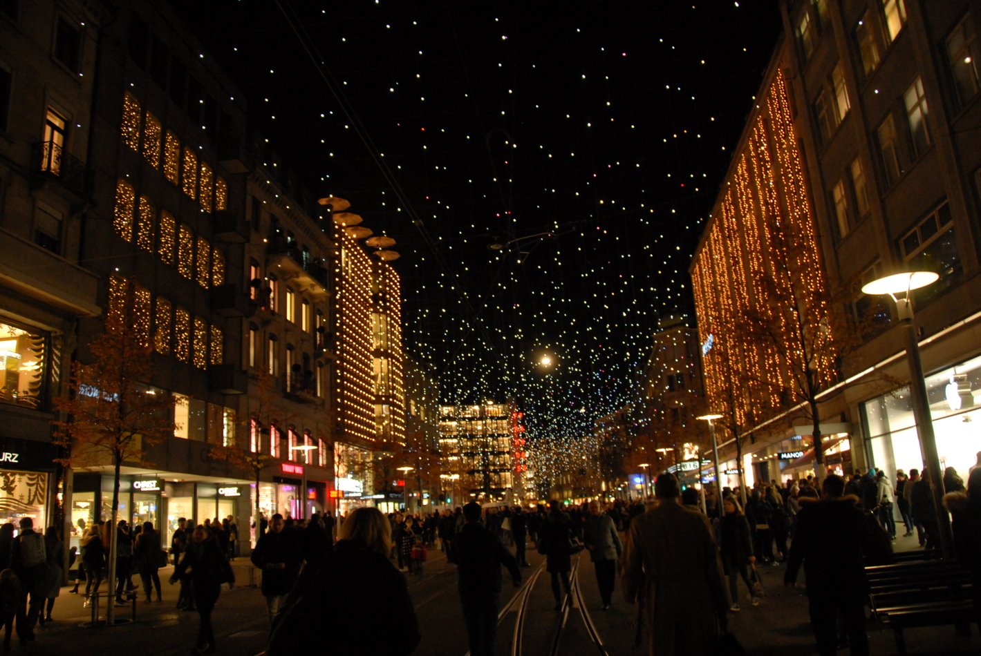 Weihnachtsbeleuchtung - Bahnhofstrasse Zürich: Lucy in the Sky with ...